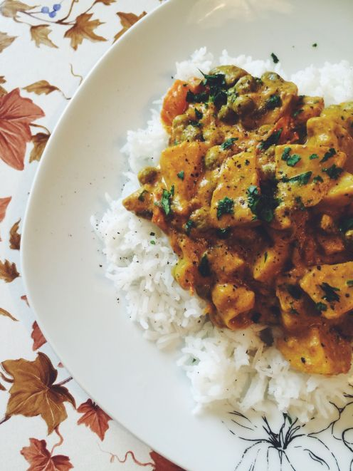 curry in basmati riž